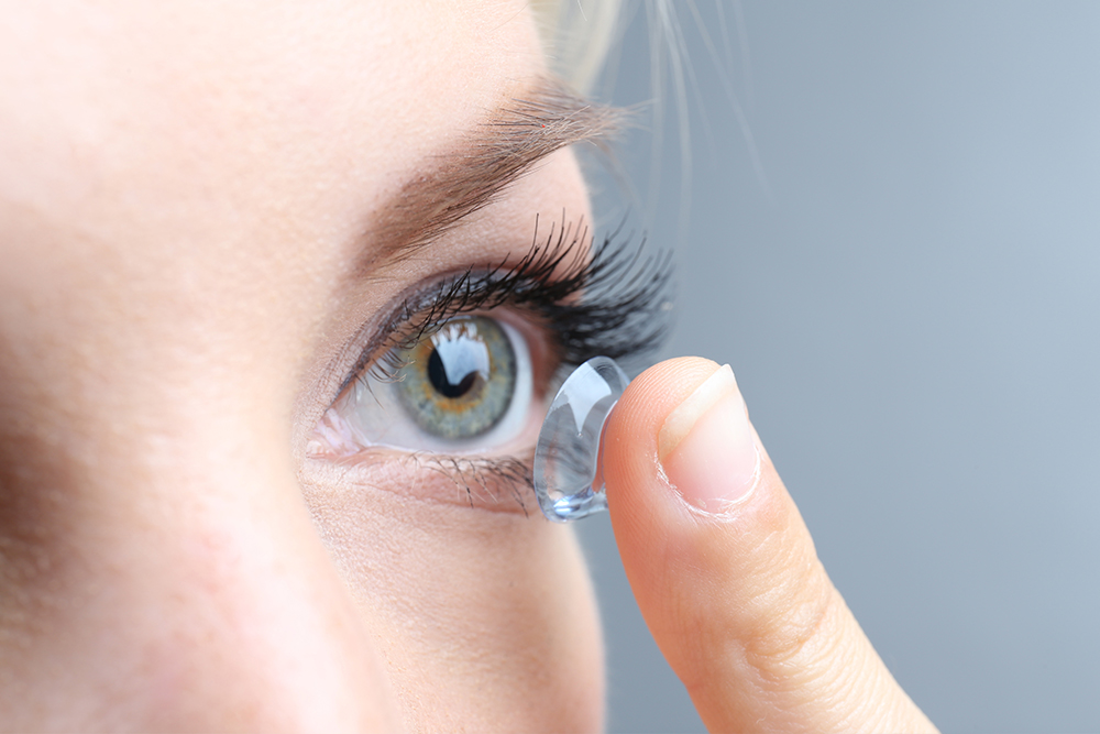 Switching from Glasses to Contacts: Pros and Cons